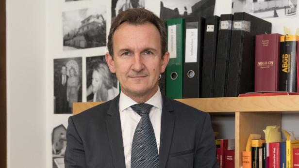 Rechtsanwalt Beneder klagt beim Verfassungsgerichtshof! — DocBelsky