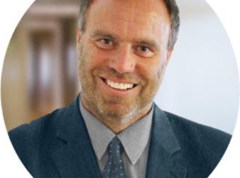 Rechtsanwalt Roman Schiessler wird von einem Security attackiert?!