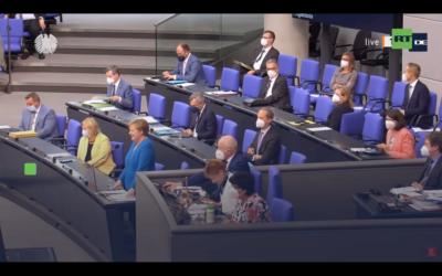 Hammer im Bundestag: Merkel wird zu Aussagekraft von PCR-Tests befragt